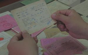 Người dành gần 1 thập kỷ sưu tầm hơn 500 thẻ cử tri