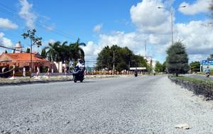 Tuyến Quốc lộ 63 đi qua Cà Mau đang được sửa chữa tạm thời phục vụ bầu cử