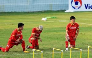 Clip: Xuân Trường- Quang Hải trở lại kịp thời trấn an thầy Park