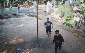 Clip: Nhóm côn đồ mang hung khí xông vào nhà dân ở Bình Phước