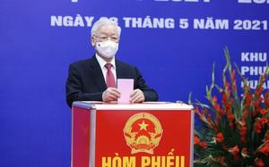 Hình ảnh Tổng Bí thư Nguyễn Phú Trọng bỏ phiếu bầu cử tại quận Hai Bà Trưng, Hà Nội
