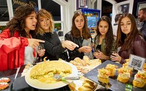 """Tour trải nghiệm thưởng thức """"Nhà rượu táo"""" đậm bản sắc ẩm thực xứ Basque"""