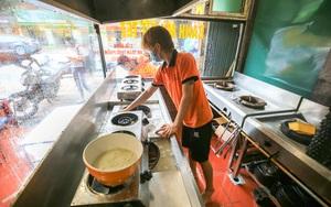 Hà Nội: Người dân xếp hàng cắt tóc, hàng quán vội vàng dọn dẹp đóng cửa trước 12h
