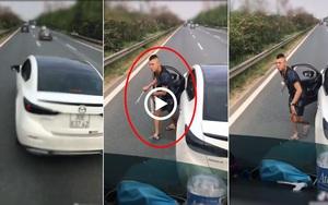 """Clip nóng: Bấm còi xin vượt, tài xế container bị tài xế xe Mazda cầm cờ lê xuống """"hỏi thăm"""""""