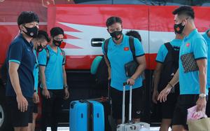 Ảnh: Đội tuyển Việt Nam sang UAE với 45 thành viên, kèm theo 1 tấn hành lý cá nhân và đồ tập luyện
