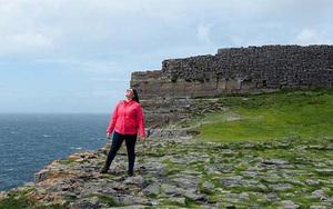 """Ireland: Điểm du lịch độc đáo """"lơ lửng"""", điệp trùng đá núi giữa biển khơi"""