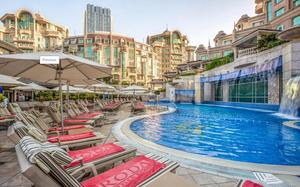 Chiêm ngưỡng khách sạn 5 sao đẹp lung linh ở Dubai, nơi thầy Park và các học trò lưu trú
