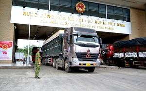 """Lào Cai: Ưu tiên """"luồng xanh"""" cho xuất khẩu vải sang Trung Quốc, cửa khẩu Kim Thành làm việc 15 giờ/ngày"""