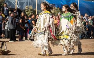 """Lễ dậy thì đặc biệt của các thiếu nữ thổ dân Apache với đức tin về sự """"tái sinh"""""""