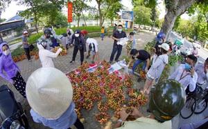 """Dịch Covid-19: Vải Bắc Giang """"vượt ải"""" về Hà Nội, người dân hào hứng ủng hộ"""