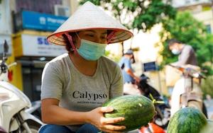 Hơn 60 tấn dưa hấu Bắc Giang được người dân Hà Nội giải cứu