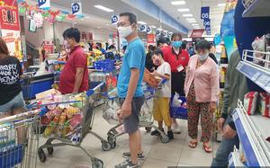 Chợ, siêu thị TP.HCM bán bình thường trong lúc giãn cách xã hội, người dân không cần tích trữ