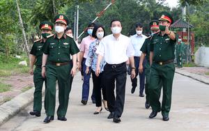 """Chủ tịch Hà Nội thị sát khu cách ly, chỉ đạo """"nóng"""" sau khi có nhiều ca mắc Covid-19"""