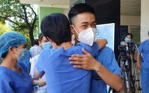 """Đà Nẵng: Tâm sự xúc động của bác sĩ cạo trọc đầu trước giờ tiến ra """"tâm dịch"""" Bắc Giang"""