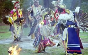 Lễ hội Pow Wow cuốn hút với những vũ điệu sắc màu độc lạ của thổ dân Cherokee