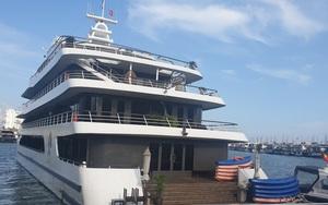 """""""Đóng cửa"""" vịnh Hạ Long: Những con tàu triệu đô tiếp tục """"mắc cạn"""""""