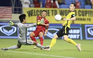 Clip: Văn Hậu phạm lỗi, ĐT Việt Nam bị gỡ hòa 1-1 trên chấm 11m