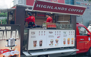 Đại gia rủ nhau ra vỉa hè, đẩy xe bán cà phê, trà sữa giành thị trường tỷ USD