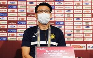 """HLV Malaysia bất mãn, """"tố"""" trọng tài thiên vị khi cho ĐT Việt Nam hưởng penalty"""