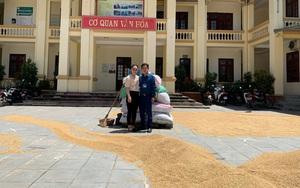 Phượng Cách (Quốc Oai): Thóc lúa vàng rực sân trụ sở UBND xã nhưng Công nghiệp – Tiểu thủ công nghiệp mới là thế mạnh