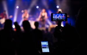 """""""Rác"""" livestream trên mạng xã hội: Chuyên gia nói điều sâu thẳm (Kỳ 2)"""