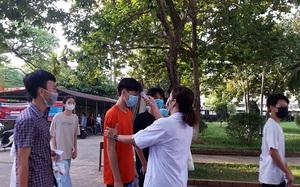 Gần 16.000 học sinh Hà Tĩnh thi vào lớp 10 dưới thời tiết 40 độ C