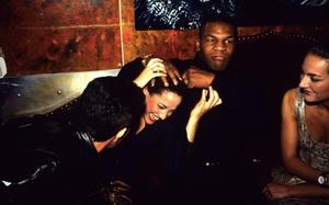 Mike Tyson: Thác loạn 3 tháng trên du thuyền với rượu và người đẹp
