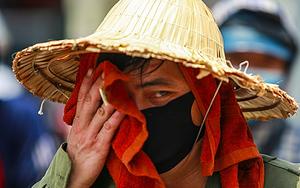 """Hà Nội: Người lao động vật lộn mưu sinh dưới cái nắng """"cháy da, cháy thịt"""""""