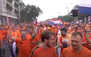 [TRỰC TIẾP] Rực sắc cam, CĐV Hà Lan diễu hành rầm rộ ở Budapest trước trận Hà Lan vs Cộng hòa Séc