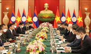 Ảnh: Tổng Bí thư Nguyễn Phú Trọng hội đàm với Tổng Bí thư, Chủ tịch nước Lào