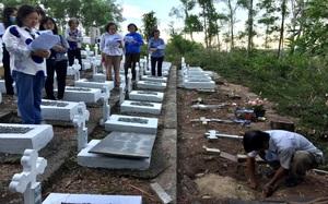 Những người tình nguyện nhặt hàng chục nghìn xác thai nhi về chôn cất