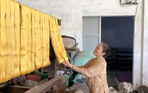 Hà Nội: Độc đáo, cho con tằm tự dệt vải, làng lụa Phùng Xá đưa nghề truyền thống lên một tầm cao mới