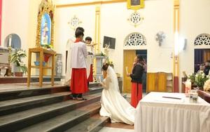 """""""Dấu tích bí nhiệm"""" trong hôn nhân của người có đạo Thiên Chúa"""