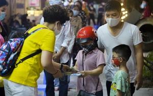Nghĩa cử cao đẹp mùa dịch Covid-19: Chủ quán ngan ở Hà Nội trao hàng chục tấn gạo, hàng chục triệu đến tay người nghèo