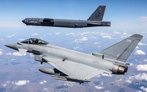 Biden điều dàn B-52 bay khắp châu Âu, nắn gân Putin