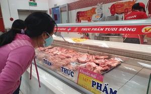 TP.HCM: Siêu thị đua giảm giá thịt heo, rau củ...