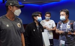 Vì sao HLV ĐT Indonesia quát tháo trợ lý sau buổi họp báo với ĐT Việt Nam?