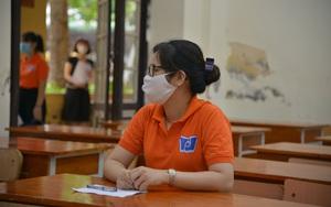 Thi vào lớp 10 Hà Nội: Cận cảnh quy trình thí sinh đến trường thi, tìm chỗ ngồi và xử lý tình huống phát sinh