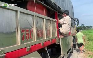 Video: Phát hiện 8 người núp trong thùng xe tải để trốn kiểm soát y tế khi tới Thừa Thiên - Huế