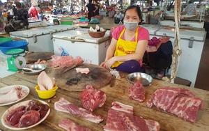 """Giá thịt lợn nhập khẩu chỉ 50 nghìn đồng/kg, trong nước vẫn """"cố thủ"""" ở mức cao"""