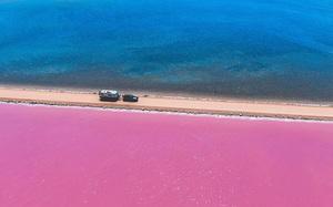 """Kỳ lạ hồ nước 2 màu hồng, xanh ở """"xứ sở chuột túi"""""""