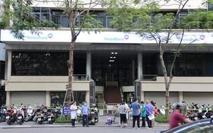 Hình ảnh phong tỏa tạm thời tòa nhà Vietinbank 25 Lý Thường Kiệt do có nhân viên dương tính SARS-CoV-2