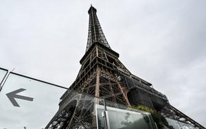 Tháp Eiffel mở cửa trở lại sau 8 tháng nghỉ dịch Covid-19