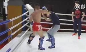 Gạ đấu võ sĩ MMA, đại sư Bát Quái Chưởng Trung Quốc  sấp mặt sau... 1 phút
