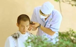 """Video: Xúc động hình ảnh các bác sỹ Đồng Nai """"xuống tóc"""" chi viện cho bệnh viện dã chiến"""