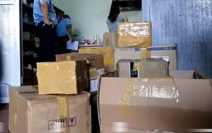 Hà Nội: Thu giữ hơn 1000 chai, lọ sữa rửa mặt, mỹ phẩm không rõ nguồn gốc