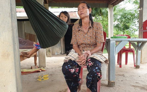 Ngôi làng tan nát chìm trong đau thương, bi kịch vì một mẻ rượu gạo rởm