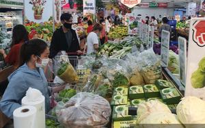 """""""Giải cứu"""" chợ, siêu thị bị đóng cửa hàng loạt tại TP.HCM"""