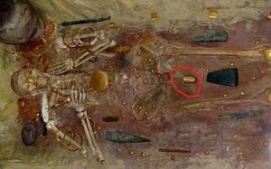 Mở nắp cổ mộ, sửng sốt thấy hài cốt có dương vật bọc vàng nguyên khối