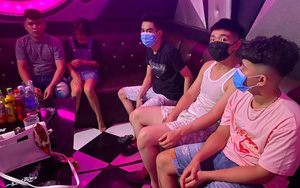 Hà Nam: 12 nam, 6 nữ hát karaoke giữa dịch Covid-19